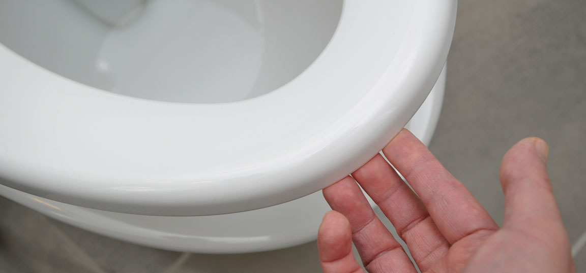 Fitting a new toilet seat